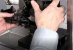 Einsetzen von Crimpwerkzeugen in die Crimpmaschine
